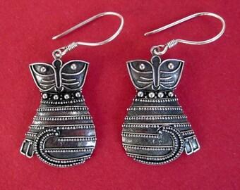 kitty  Sterling Silver Balinese Cat Dangle Earrings / silver 925 / Bali Handmade Jewelry.