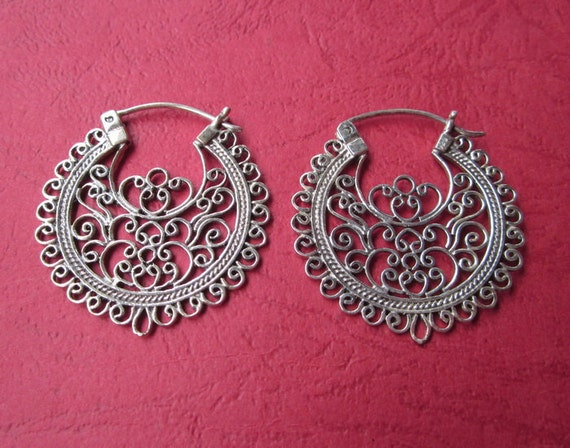 Outstanding Sterling Silver Traditional style earrings / 1.25 inch / Bali Silver 925