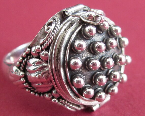 Balinese 925 Sterling Silver Tradition secret box ring  / silver / Handmade jewelry / size : 8 Ready to ship