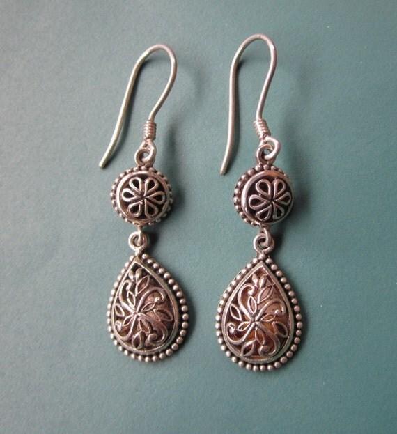 Awesome 925 Sterling Silver Tear drop Dangle Earrings / Balinese jewelry / silver 925