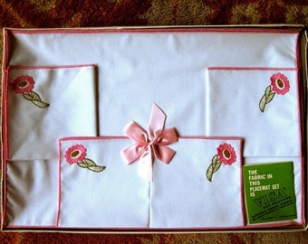 Vintage new runner table scarf White PINK TRIM Linen PLACEMATS Set 4 New in package