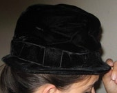 SALE Vintage 40s Black Velvet VALERIE MODES Bucket Bow Pillbox Hat