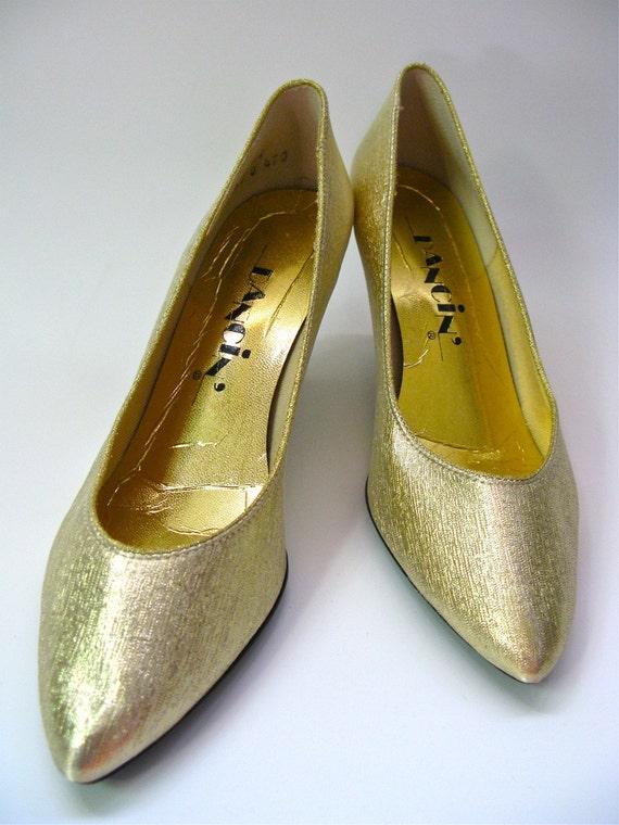 size 9 vintage metallic gold mid heel party pumps