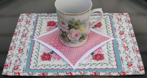 Mug Rug, Snack Mat, Coaster, Faux Cathedral Window, Hankie Print