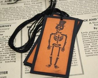 Halloween Gift Tags - Fun Skeleton