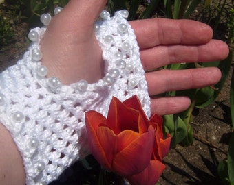 White Victorian Lace Fingerless Gloves with Pearls