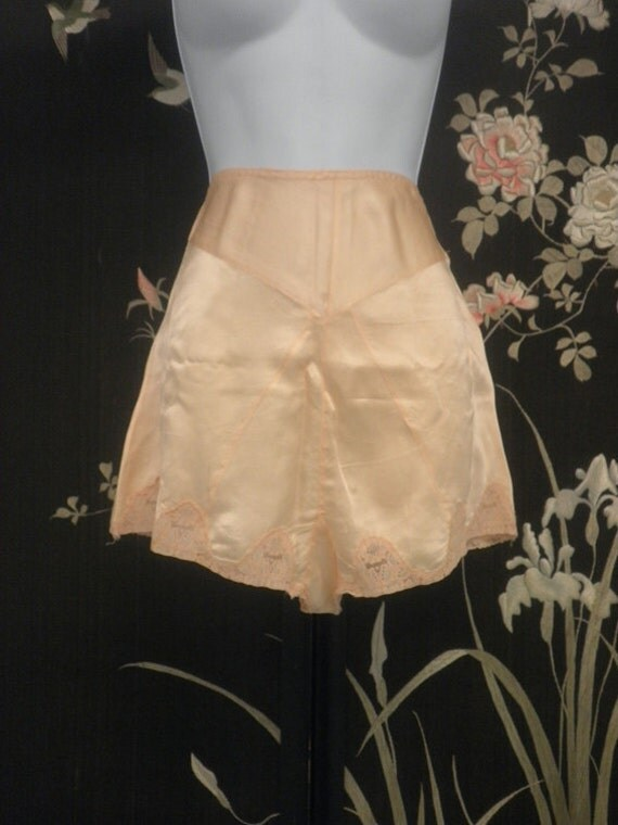 Reserved for Fran....Tap Pants 1920s-1930s Peach Silk and Lace