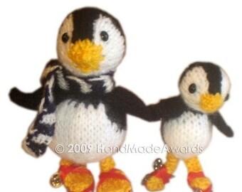PINGUINOS PATINADORES Papi pinguino y su hijito patinando con patines de ruedas PDF email PATRON PARA TEJER con LANA