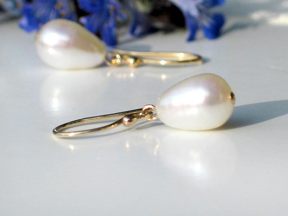 Pearl Earrings / Ivory White Freshwater Teardrop Pearls in 14k Gold Filled / Petite Dangle - Snow Drop