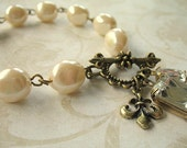 Vintage Pearl and Jewel Charm Bracelet BCH14