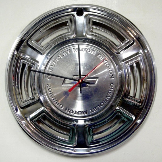 1970 Chevrolet Chevelle Wall Clock - Classic Car Hubcap Clock - Chevy Bowtie Hub Cap