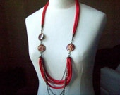 Necklace, MIXTURE  -   cotton strips in brick color, pearly beads and copper chains