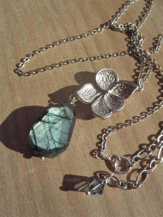 Spectrolite Blue Labradorite Flower Pendant Antique Silver Necklace