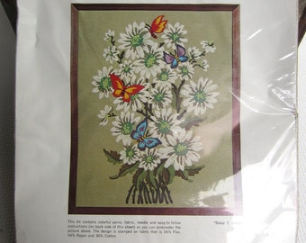 Vintage Daisy Splendor Wonderart Creative Needlecrafts Stitchery Unopened Kit