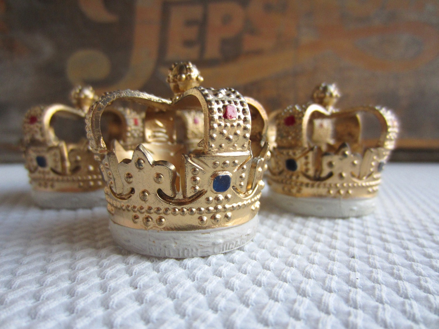 Cake Decoration Crown : Vintage Royal Crown Cake Decorations Cupcake Topper Wilton set