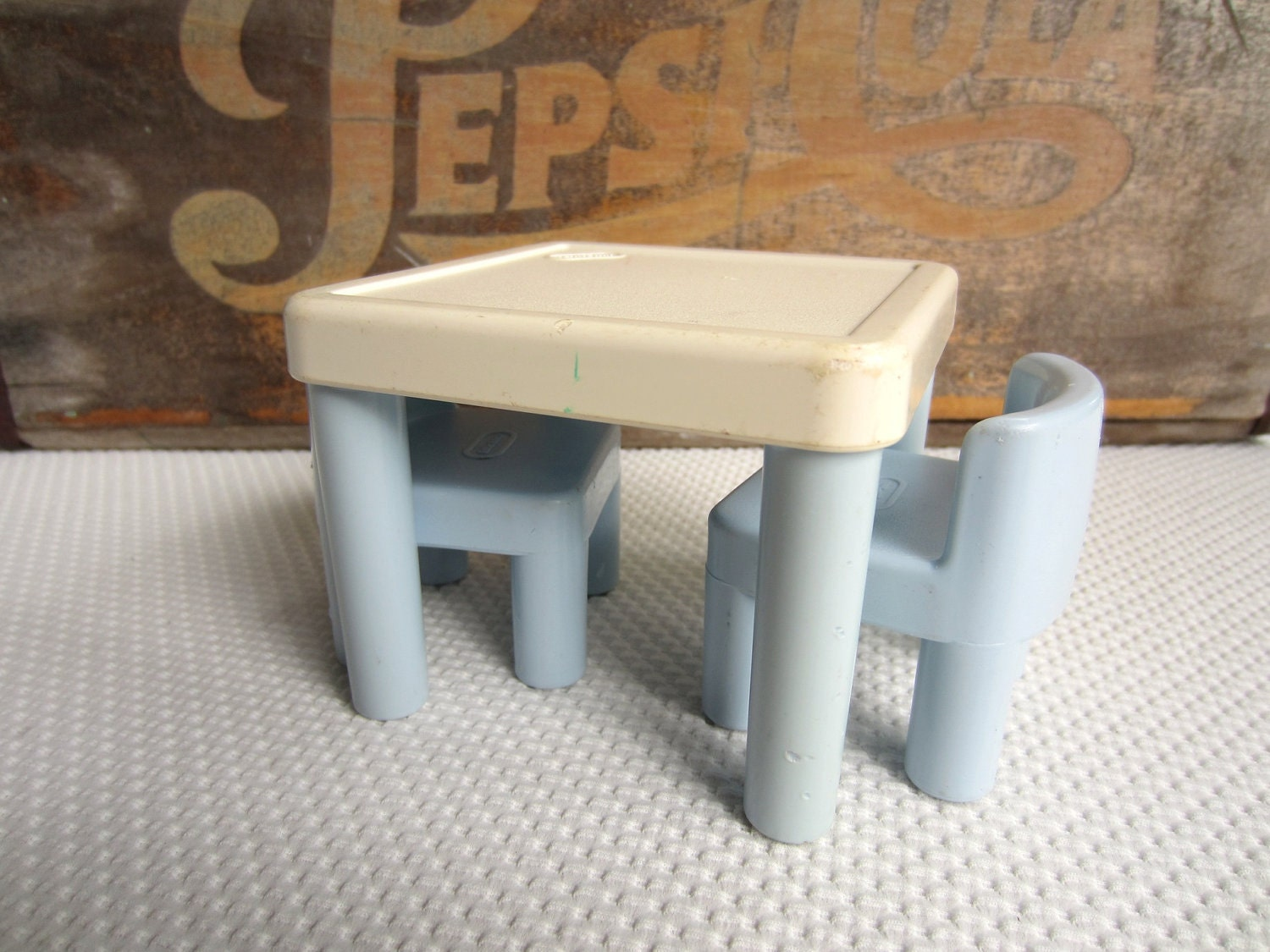 vintage little tikes table and chairs blue and white dollhouse. Black Bedroom Furniture Sets. Home Design Ideas