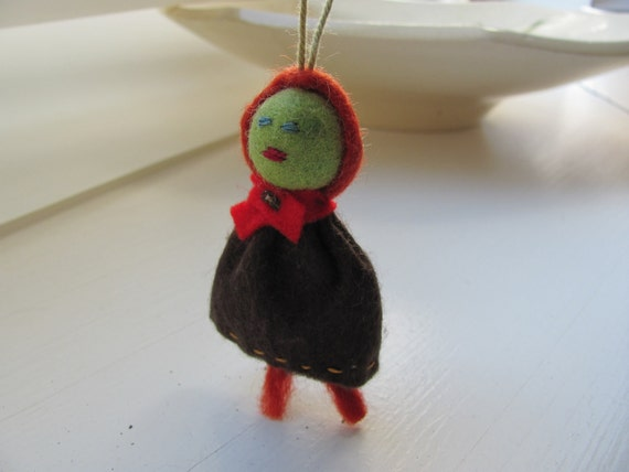 Tiny--------Red doll--100percentFelt----Marionette