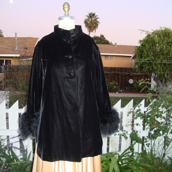 Vintage 1960s Luxe Black Velvet Evening Jacket With Feather Cuffs - Size Large