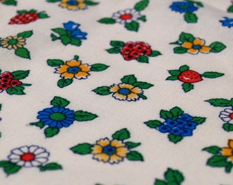 1.55 yards VTG fabric: primary flowers & strawberries