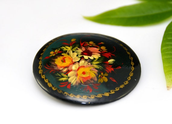 Painted Flower Pin Russian Black Red Yellow Green Wood Laquered Round Ethnic Signed Vintage - 2500