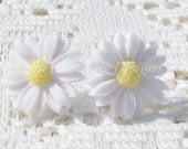 Spring Time White Daisy Clip On Earrings