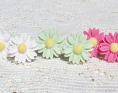 Jewelry Gift Set - 3 Pair - Spring Daisy Clip On Earrings - White - Pink - Mint