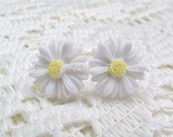 White Spring Daisy Stud Earrings