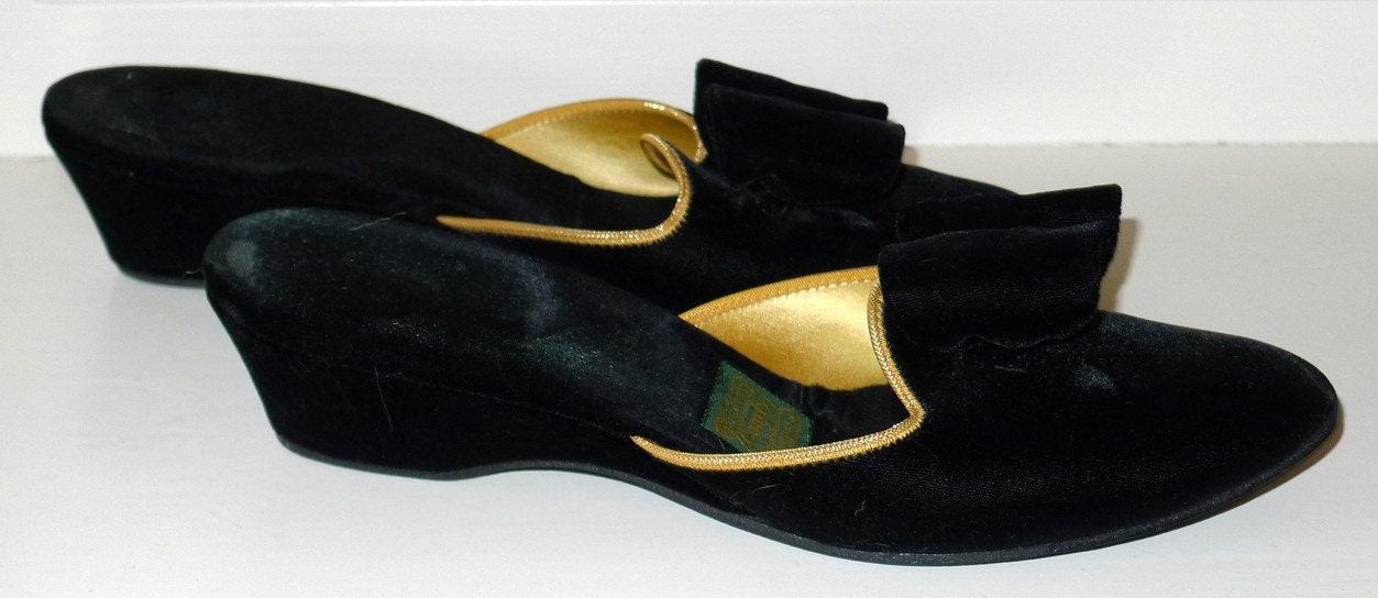 vintage velvet bedroom slippers daniel green black bows gold 1000 ideas about bedroom slippers on pinterest winter