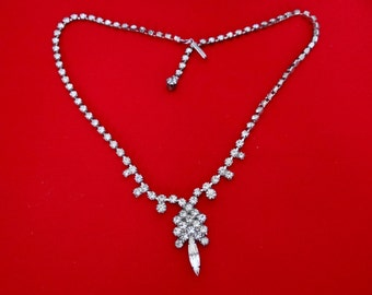 Vintage 1950s rhinestone necklace with rhinestone clutter center in great condition