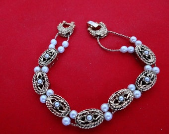 """Vintage gold 7"""" slide bracelet with pearl accents in excellent condition"""