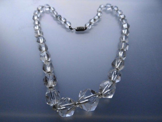 Vintage 1920s art deco glass crystal necklace in great condition