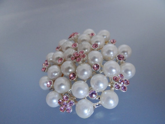 Vintage pink rhinestone and pearl brooch in great condition