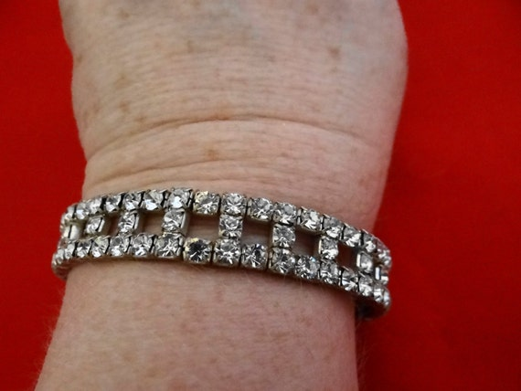 Vintage 1950s stretch rhinestone bracelet with nice sparkle-missing 2 stones