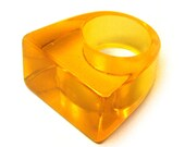 Vintage 80s Lucite Ring . 7 . Orange Ring . 80s Ring . 60s Ring . Rectangle . Size 7 . (Free Shipping USA) . Bree's Vintage