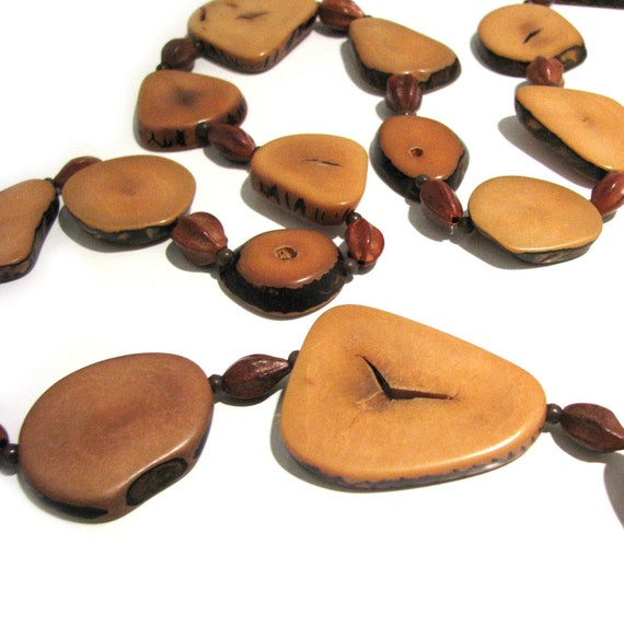 Vintage 70s Nut Necklace . Polished Nut Beads . Brown Necklace . Organic Necklace . 70s Necklace