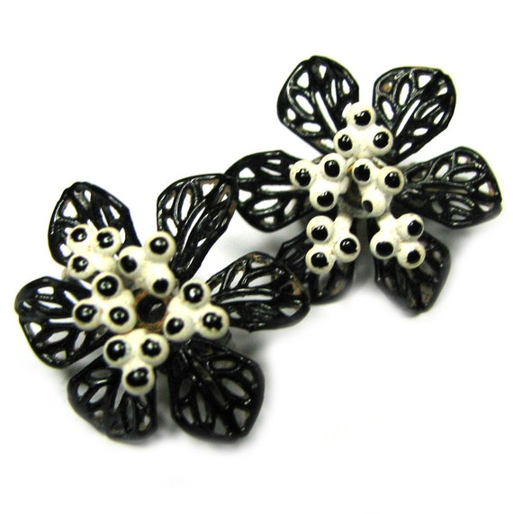 RESERVED for Susana - Vintage 60s Flower Earrings . Black & White Earrings . Enamel Flower Earrings . Metal Flower Earrings . 60s Earrings