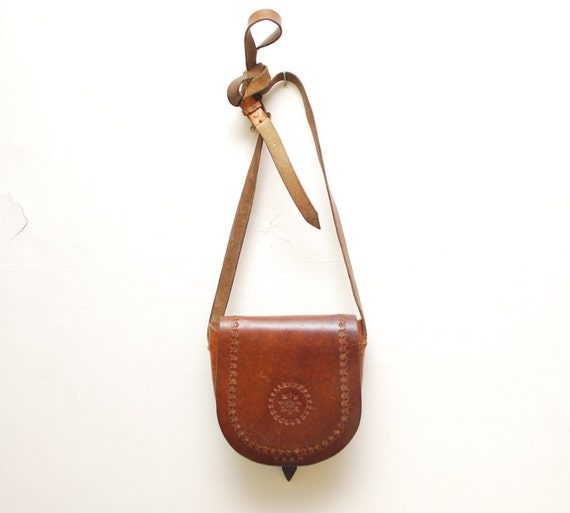 30% OFF.....60s 70s small tooled leather SADDLE bag