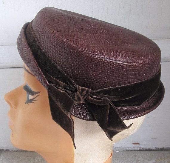 Vintage 1940s Avant Garde Tilt Topper Hat Headpiece