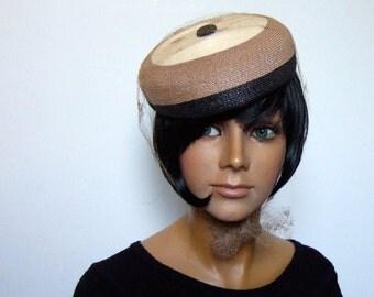 1960s 60s Hat Straw Beige Black Weave Veil Simple Vintage Feminine