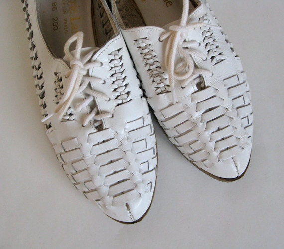 Vintage size 8.5 Flat Leather Shoes White Lace Up Shoes Summer Fashion Casual