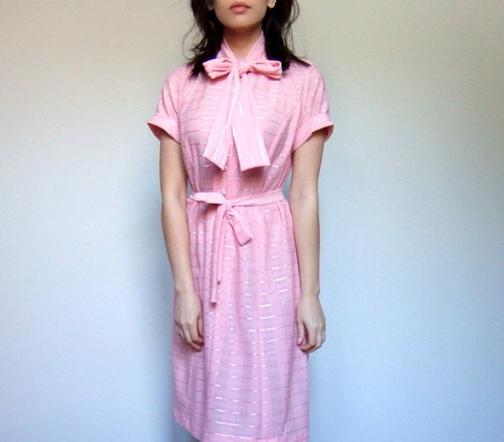 Vintage 70s Light Pink Dress Secretary Dress Short Sleeved Ascot Tie Spring Pastel Dress - Large. Extra Large. L/ XL