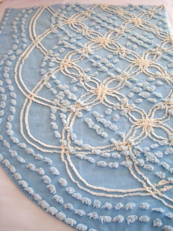 30X21 BLUE and WHITE  Vintage Cabin Crafts Chenille Bedspread Fabric Double Wedding Ring  Cool & Calm  Romance Femininity Flower Double Wedding Ring
