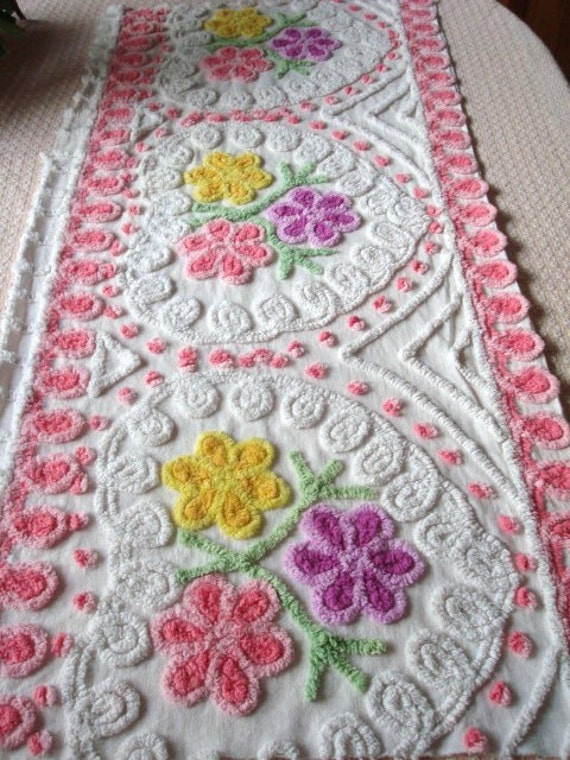 Free Shipping 46X22  PLUSH Pink Hearts 3 White Curlicue's Daisy Flowers Vintage Chenille Bedspread Fabric Purple Yellow