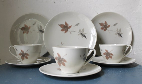 Royal Doulton Tumbling Leaves Vintage Saucers Salad Plates