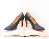 Vintage 70s Navy High Heels - Dark Blue Leather Closed Toe Pumps  - 6.5