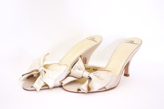 ecru cream silk vintage women's shoes with bow