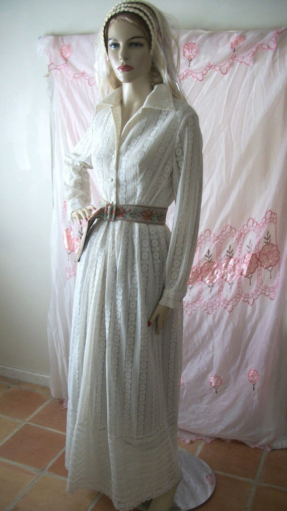 ON SALE Vintage 1970s Long White Lace Maxi Dress with Floral Tapestry Belt Size M/L, 10/12/14 Excellent Condition