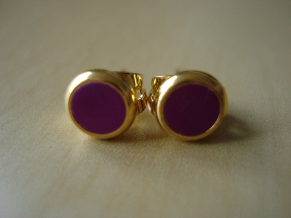 plum small brass circle stud earrings