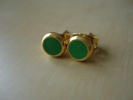 kelly green small brass circle stud earrings
