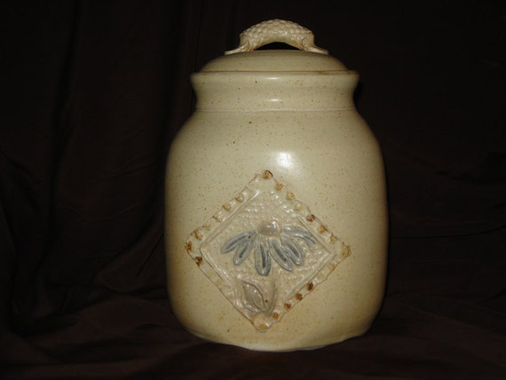 Stoneware Cookie Jar, Daisy motif